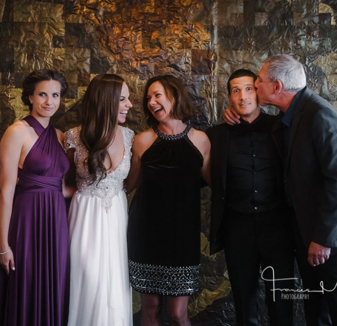 How to get natural family photos at weddings