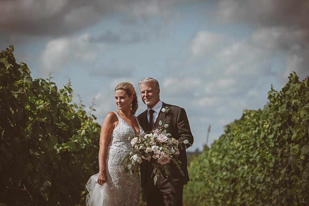 bride groom in vineyard at Adamo
