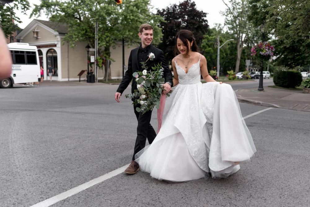 bride groom walking in Niagara