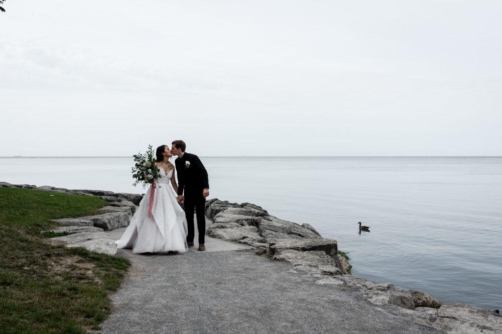 bride and groom at niagara waterfront